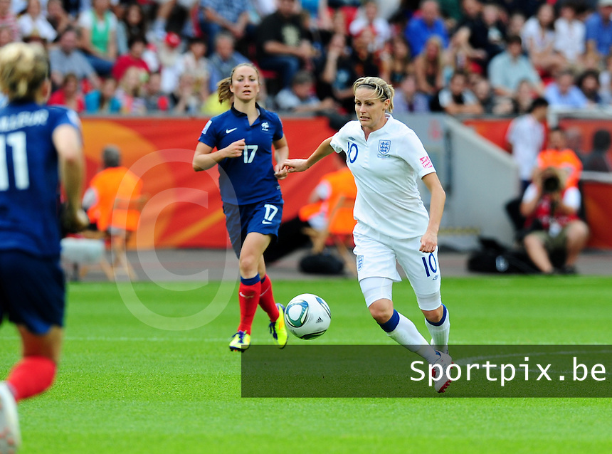 Fifa Women's World Cup Germany 2011 : England - France - at Leverkusen : Kelly Smith aan de bal.foto DAVID CATRY / Vrouwenteam.be