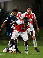 BOGOTA - COLOMBIA - 01 - 03 - 2018: Baldomero Perlaza (Der.) jugador de Independiente Santa Fe disputa el balón con Fernando Luna (Izq.) jugador de Emelec (ECU), durante partido entre Independiente Santa Fe (COL) y Emelec (ECU), de la fase de grupos, grupo 4, fecha 1 de la Copa Conmebol Libertadores 2018, jugado en el estadio Nemesio Camacho El Campin de la ciudad de Bogota. / Baldomero Perlaza (R) player of Independiente Santa Fe vies for the ball with Fernando Luna (L) player of Emelec (ECU), during a match between Independiente Santa Fe (COL) and Emelec (ECU), of the group stage, group 4, 1st date for the Conmebol Copa Libertadores 2018 at the Nemesio Camacho El Campin Stadium in Bogota city. Photo: VizzorImage  / Luis Ramirez / Staff.