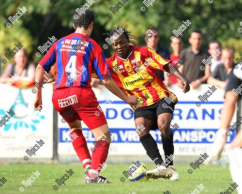 2009-06-28 / voetbal / SK Rapid Leest - KV Mechelen / Gerd Van Assche wacht Aloys Nong (KVM) op..Foto: Maarten Straetemans (SMB)