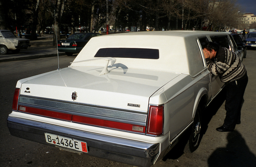 Baku, Azerbaijan, April 1999.&amp;#xD;Pedestrians admire and photograph an American stretch limousine.&amp;#xD;&amp;#xD;&amp;#xD;&amp;#xD;&amp;#xD;&amp;#xD;&amp;#xD;&amp;#xD;&amp;#xD;&amp;#xD;<br />