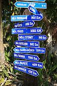 Panneaux de directions depuis le phare Amédée