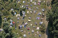 Liegewiese in Boberg: EUROPA, DEUTSCHLAND, HAMBURG, (EUROPE, GERMANY), 07.08.2004: Bergedorf, Boberg, Badesee, Naturschutzgebiet,  baden, Deutsche, Deutschland, Draufsicht, entspannen, Entspannung, Ferien, Flugaufnahme, Flugbild, Freizeit, gleichmaessig, Lagern, bunt, gemischt, Freibad, Naturbad, wild, Organisationsfrei, nackt, Treffpunkt, Szene,  Luftansicht, Luftaufnahme, Luftbild, Luftblick,  Reise, relaxen, Sand,  sonnen, Sonnenbad,  Tourismus, Tourismusbranche, Tourist, Touristen, Ueberblick, Uebersicht, Urlaub, Urlauber, Vogelperspektive, Wasser, Luftbild, Luftansicht, Air, Aufwind-Luftbilder..c o p y r i g h t : A U F W I N D - L U F T B I L D E R . de.G e r t r u d - B a e u m e r - S t i e g 1 0 2, .2 1 0 3 5 H a m b u r g , G e r m a n y.P h o n e + 4 9 (0) 1 7 1 - 6 8 6 6 0 6 9 .E m a i l H w e i 1 @ a o l . c o m.w w w . a u f w i n d - l u f t b i l d e r . d e.K o n t o : P o s t b a n k H a m b u r g .B l z : 2 0 0 1 0 0 2 0 .K o n t o : 5 8 3 6 5 7 2 0 9. V e r o e f f e n t l i c h u n g  n u r  m i t  H o n o r a r  n a c h M F M, N a m e n s n e n n u n g  u n d B e l e g e x e m p l a r !.