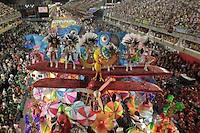 El cineasta brasileño Fernando Meirelles desfilará con la escuela de samba Águia de Ouro y al mismo tiempo grabará y proyectará esa presentación en el sambódromo de Sao Paulo durante el próximo carnaval, informaron  medios de prensa.