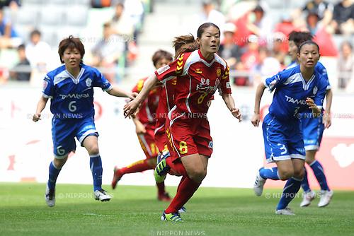 Homare Sawa (Leonessa), APRIL 29, 2011 - Football / Soccer: 2012 Plenus Nadeshiko LEAGUE 3rd Sec match between INAC Kobe Leonessa 3-2 Elfen Sayama FC at Home's Stadium Kobe in Hyogo, Japan. (Photo by Akihiro Sugimoto/AFLO SPORT) [1080]