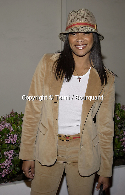 """Arnelle Simpson arriving at the premiere of """" Kingdom Come""""  at the Writer Guild Awards in Los Angeles  4/4/2001   © Tsuni          -            SimpsonArnelle02.jpg"""
