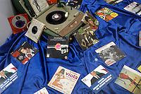 Italia, Sanremo, Festival della canzone italiana. Negozio di dischi in città. Italy, Sanremo, Festival di Sanremo, the popular festival of italian music. Music shop in the city