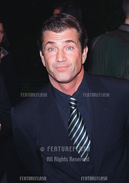 "28JAN99:  Actor MEL GIBSON at the world premiere, in Los Angeles, of his new movie ""Payback"" in which he stars with Maria Bello, Deborah Kara Unger & Lucy Liu...© Paul Smith / Featureflash"