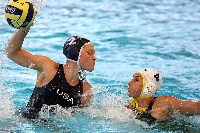 12th Fina World Swimming Championships Melbourne, 2007, Waterpolo gold Medal game between Australia and USA 31st March  USA won the gold  USA's Heather Petri drives forward