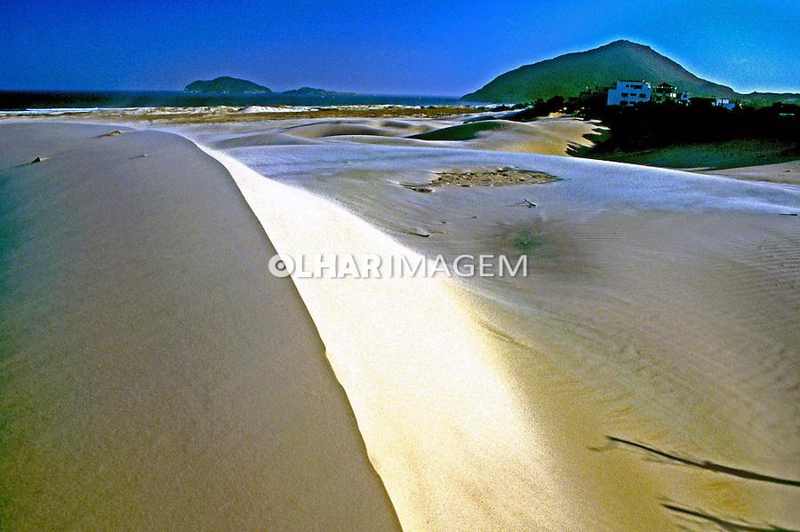 Dunas da Praia do Santinho em Florianópolis. Santa Catarina. 1997. Foto de Rogério Reis.