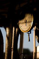 Pirapora_MG, Brasil...Detalhe do compressor de um barco no Rio Sao Francisco, Minas Gerais...Detail of a boat compressor in a boat in Sao Francisco, Minas Gerais...Foto: LEO DRUMOND / NITRO.