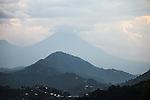 The montains in behind are Muhabura and Gahinga, and this is where we will find the Gorillas | Fjellene i bakgrunnen er Muhabura og Gahinga, og det er her vi vil finne gorillaene i Rwanda.