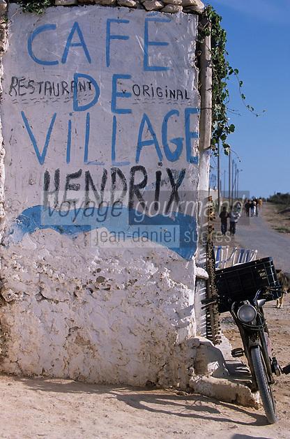 """Afrique/Maghreb/Maroc/Env d'Essaouira/Diabat : Enseigne du café du village """"Chez El Houssine"""", où venait Jimmy Hendrix"""