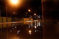 MOGI DAS CRUZES ,SP,DOMINGO 15 DE JANEIRO 2012,CHUVA INUNDA RUAS EM MOGI DAS CRUZES SP,No começo da noite deste domingo (15) as ruas do centro e o bairro Ponte Grande ficaram inundadas,não houve vitimas e a defesa civil esta em varios pontos da cidade em alerta para maiores danos,FOTOS:WARLEY LEITE/NEWS FREE