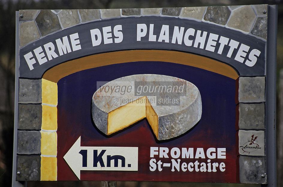 Europe/France/Auvergne/63/Puy-de-Dôme/Env d'Orcival: Détail d'une enseigne pour la vente de fromage de Saint Nectaire fermiers