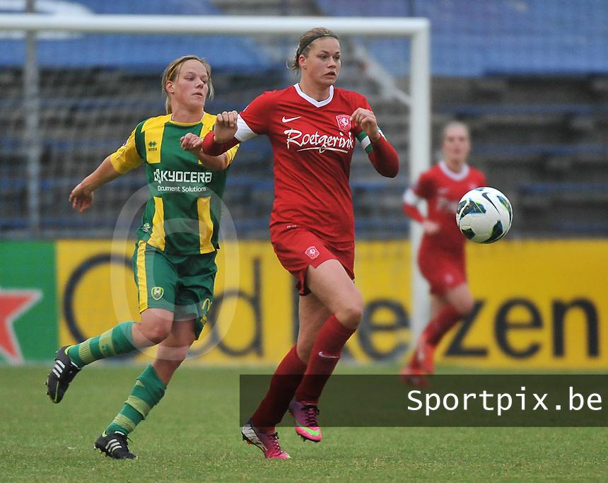 KNVB Beker Finale : ADO Den Haag - FC Twente : Anouk Dekker aan de bal voor Sheila van den Bulk<br /> foto DAVID CATRY / Nikonpro.be