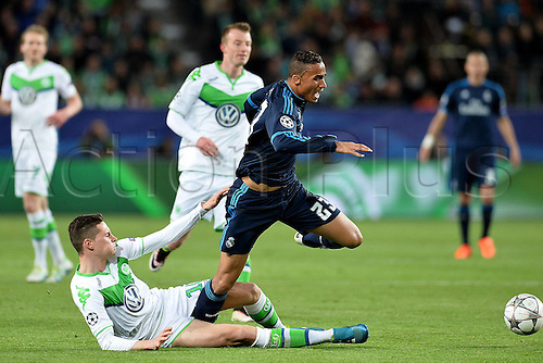 06.04.2016. Wolfsburg, Geramny. UEFA Champions League quarterfinal. VfL Wolfsburg versus Real Madrid. Julian Draxler ( Wolfsburg )slide tackles Danilo ( Madrid )