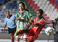 CALI - COLOMBIA, 30-08-2019: Linda Caicedo del América disputa el balón con Leysy Pulgarin de Nacional durante partido por los cuartos de final vuelta de la Liga Femenina Aguila 2019 entre América de Cali y Atlético Nacional jugado en el estadio Pascual Guerrero de la ciudad de Cali. / Linda Caicedo of America struggles the ball with Leysy Pulgarin of Nacional during second leg match for the quaterfinals as part of Aguila Women League 2019 between America de Cali and Atletico Nacional played at Pascual Guerrero stadium in Cali. Photo: VizzorImage / Gabriel Aponte / Staff