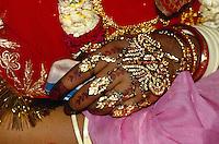 geschmückte Hand der Braut, Bikaner (Rajasthan), Indien.