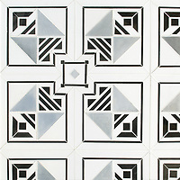 Jardin des Tuileries Petite, a hand-cut mosaic, shown in polished Thassos, Nero Marquina, and brushed Aluminum, is part of the Jardins Français™ collection by Caroline Beaupere for New Ravenna.