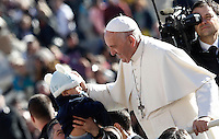 Papa Francesco carezza un bambino al suo arrivo all'udienza generale del mercoledi' in Piazza San Pietro, Citta' del Vaticano, 9 novembre 2016.<br />