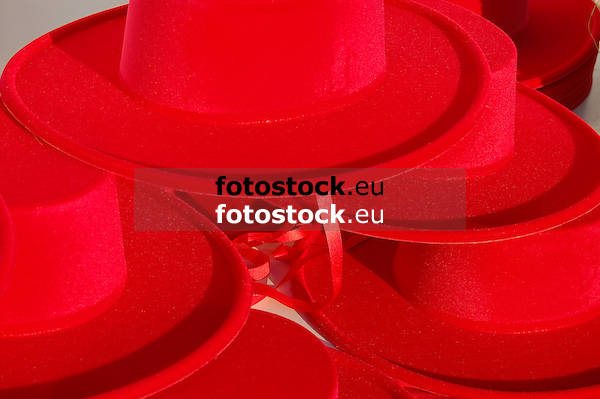 typical andalusian red hats<br /> <br /> sombreros rojos, típico andaluz<br /> <br /> typisch andalusische rote Hüte<br /> <br /> 3008 x 2000 px