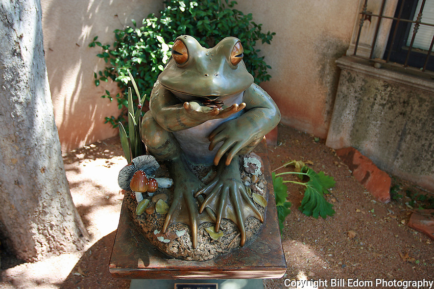 """The Kiss"" by Kim Kori located in Tlaquepaque Shopping Center in Sedona, Arizona."