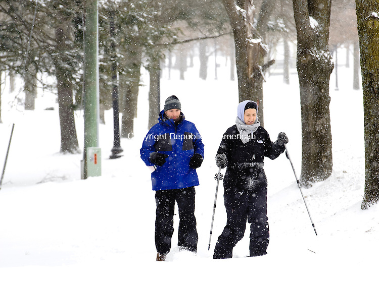 SOUTHBURY, CT- 27 January 2015-012715EC05--   Courtney Fragola makes the best of the snow storm Tuesday by snowshoeing through Main Street in Southbury. Running behind her is Adam Fragola. Erin Covey Republican-American.