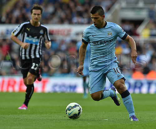 17.08.2014.  Newcastle upon Tyne, England. Premier League. Newcastle United versus Manchester City. Manchester city striker Sergio Aguero controls the ball