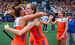 Den Bosch  -  Debutant in het grote Oranje, Felice Albers (Ned)   na  de Pro League hockeywedstrijd dames, Nederland-Belgie (2-0).  met Frederique Matla (Ned)    COPYRIGHT KOEN SUYK