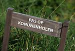 BERGSCHENHOEK - Pas op Konijnenholen. Golfbaan De Hooge Rotterdamsche . COPYRIGHT KOEN SUYK -