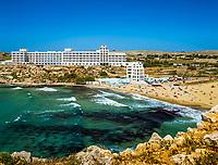 Malta, Golden Bay: beliebte Badebucht mit Sandstrand und dem frueheren Hotel Golden Sands, heute steht hier das neue Radisson Blu Resort & Spa, Malta Golden Sands | Malta, Golden Bay: polular sandy beach and former Golden Sands Hotel, today replaced by a new Radisson Blu Resort & Spa, Malta Golden Sands