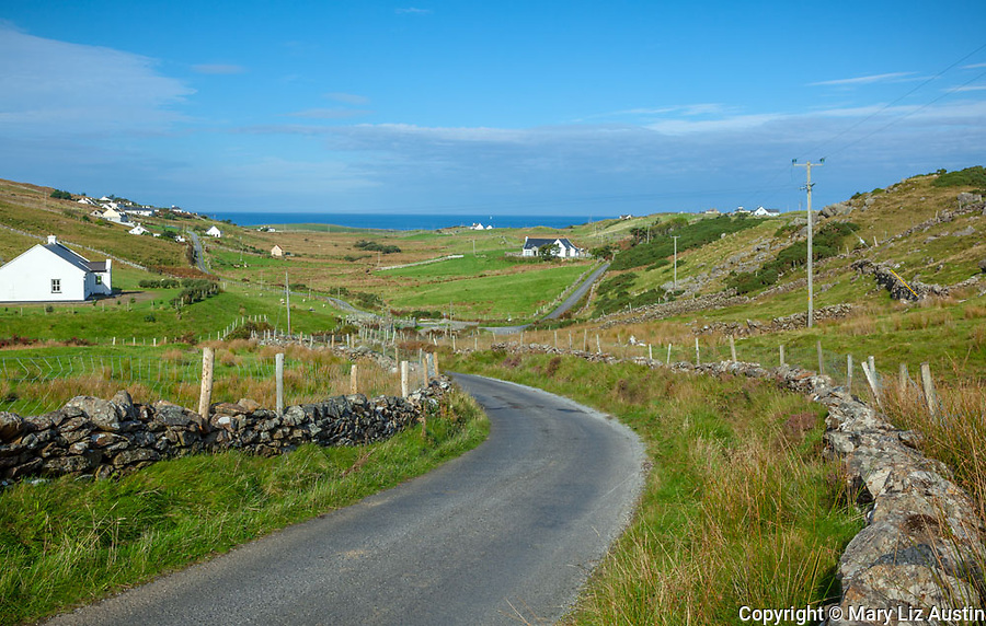 County Galway, Ireland: Country road in the Connemara Region near Rinvyle.