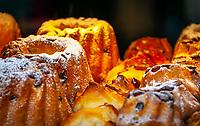 France, Alsace, Department Bas-Rhin, Strasbourg: local speciality - Gugelhupf - ring cake | Frankreich, Elsass, Départements Bas-Rhin, Strassburg: lokale Spezialitaet - der Gugelhupf