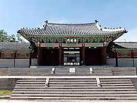 Tor Heunghwamun des Gyeonghuigung Palast in Seoul, S&uuml;dkorea, Asien<br /> Gate Heungwhamun of palace Gyeonghuigung, Seoul, South Korea, Asia