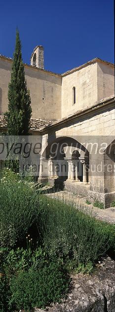 Europe/France/Provence-Alpes-Côte d'Azur/04/Alpes de Haute Provence/Ganagobie: Cloître du monastère de Ganagobie