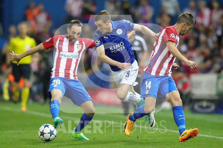 Atletico de Madrid's Juanfran Torres (l) and Gabi Fernandez (r) and Leicester City FC's Jamie Vardy during Champions League 2016/2017 Quarter-finals 1st leg match. April 12,2017. (ALTERPHOTOS/Acero)