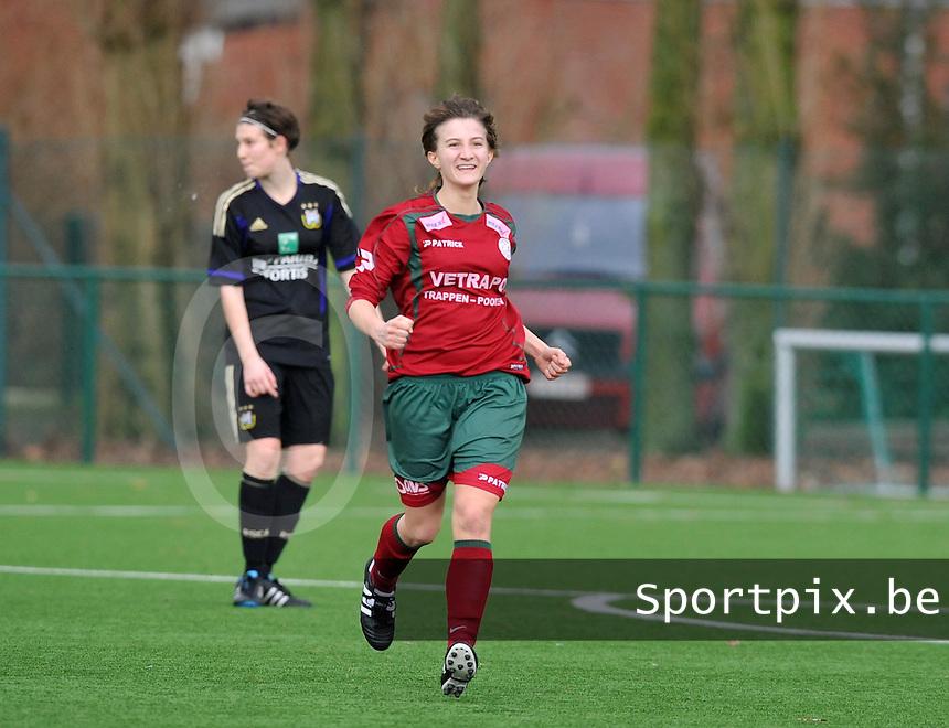 Dames Zulte - Waregem - RSC Anderlecht : Elodie Branquart scoort de winnende 2-1 voor Zulte Waregem.foto DAVID CATRY / VROUWENTEAM.BE