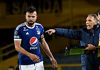 BOGOTA - COLOMBIA – 17 - 04 - 2018: Miguel Angel Russo (Der.), técnico de Millonarios (COL), da instrucciones a Andres Cadavid (Izq,), jugador, durante partido entre Millonarios (COL) y Deportivo Lara (VEN), de la fase de grupos, grupo G, fecha 3 de la Copa Conmebol Libertadores 2018, en el estadio Nemesio Camacho El Campin, de la ciudad de Bogota. / Miguel Angel Russo (R), coach of Millonarios (COL), gives instructions to Andres Cadavid (L), playerduring a match between Millonarios (COL) and Deportivo Lara (VEN), of the group stage, group G, 3rd date for the Conmebol Copa Libertadores 2018 in the Nemesio Camacho El Campin stadium in Bogota city. VizzorImage / Luis Ramirez / Staff.