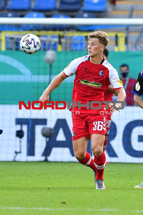 13.09.2020, Carl-Benz-Stadion, Mannheim, GER, DFB-Pokal, 1. Runde, SV Waldhof Mannheim vs. SC Freiburg, <br /> <br /> DFL REGULATIONS PROHIBIT ANY USE OF PHOTOGRAPHS AS IMAGE SEQUENCES AND/OR QUASI-VIDEO.<br /> <br /> im Bild: Yannik Keitel (SC Freiburg #36)<br /> <br /> Foto © nordphoto / Fabisch