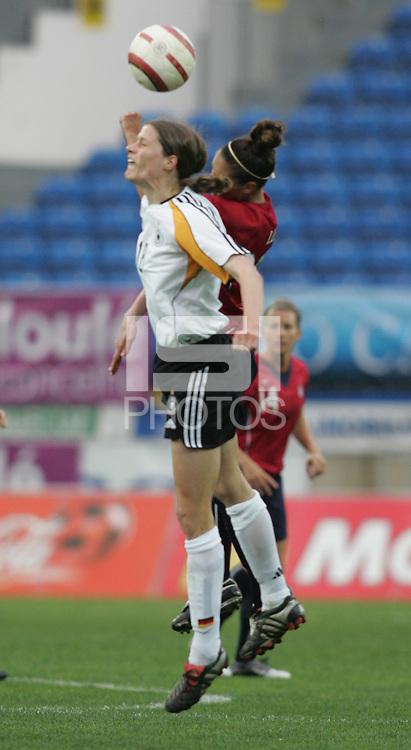 MAR 15, 2006: Faro, Portugal:  Kerstin Garefrekes, Carli Lloyd
