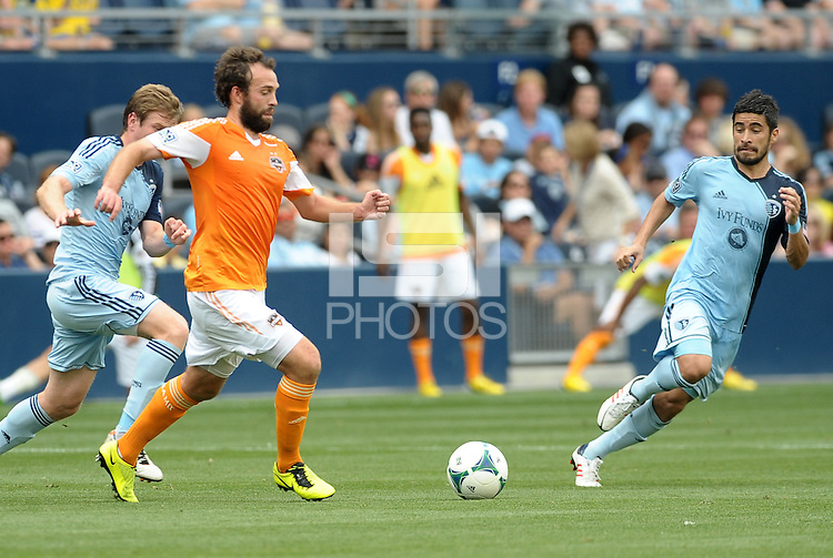 Adam Moffat (16) midfield Houston Dynamo in action..Sporting Kansas City and Houston Dynamo played to a 1-1 tie at Sporting Park, Kansas City, Kansas.