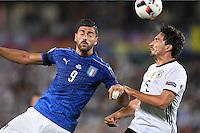 FUSSBALL EURO 2016 VIERTELFINALE IN BORDEAUX Deutschland - Italien      02.07.2016 Graziano Pelle (li, Italien) gegen Mats Hummels (re, Deutschland)