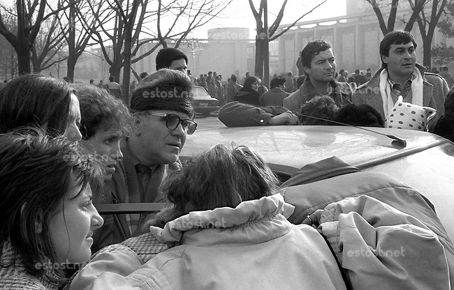 ROMANIA, Near the TV center, Bucharest, 22.12.1989.People are listening the radio, waiting for news of the fall of Ceausescu..© Andrei Pandele / EST&OST