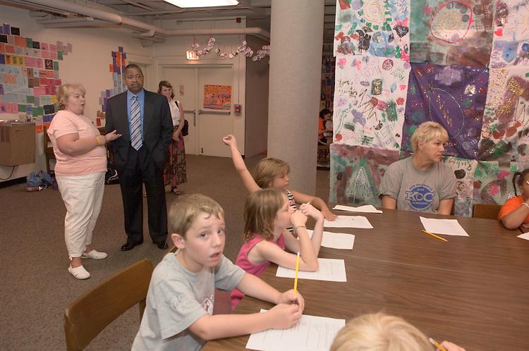 17047President McDavis Visiting Kids On Campus Program 7/27/05
