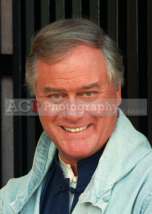 Jan 05, 1989 - Los Angeles, California, USA - Larry Hagman, the scheming J.R. Ewing from the 1980s television series ``Dallas,'' is shown in this 1989 photo.  In interviews Wednesday, Oct. 18, 1995, during his first public appearance since receiving a new liver Aug. 23, Hagman, 63, thanked the organ donor's family and said he intends to promote transplant programs..(Credit Image: © Alan Greth)