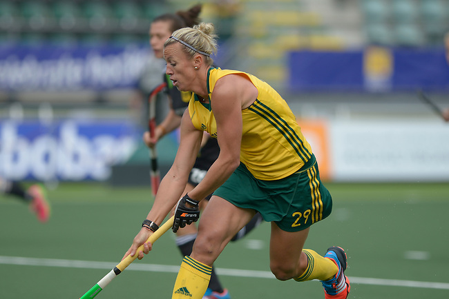 The Hague, Netherlands, June 03: Tarryn Bright #29 of South Africa dribbles the ball during the field hockey group match (Women - Group B) between South Africa and Germany on June 3, 2014 during the World Cup 2014 at Kyocera Stadium in The Hague, Netherlands. Final score 1:3 (0:1) (Photo by Dirk Markgraf / www.265-images.com) *** Local caption ***