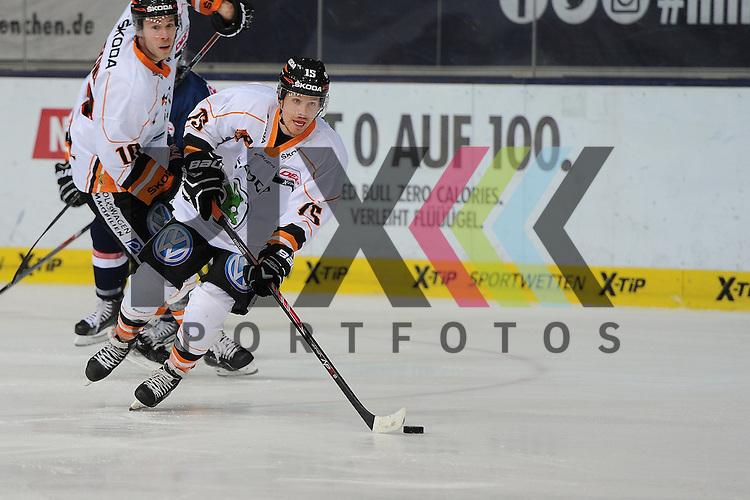 Eishockey, Playoff, Viertelfinale, DEL, Playoff Viertelfinale, EHC Red Bull M&uuml;nchen - Grizzly Adams Wolfsburg. <br /> <br /> Im Bild Torsch&uuml;tze zum 0:3 Tyler SCOFIELD (15) (Grizzly Adams Wolfsburg). <br /> <br /> Foto &copy; P-I-X.org *** Foto ist honorarpflichtig! *** Auf Anfrage in hoeherer Qualitaet/Aufloesung. Belegexemplar erbeten. Veroeffentlichung ausschliesslich fuer journalistisch-publizistische Zwecke. For editorial use only.