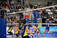 GRONINGEN - Volleybal, Abiant Lycurgus - Inter Rijswijk, Alfa College , Eredivisie , seizoen 2017-2018, 21-10-2017 Lycurgus speler Niels de Vries legt aan voor een smash