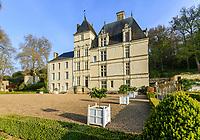 France, Sarthe (72),  Poncé-sur-le-Loir, jardin du château de Poncé en avril, le château et jardin