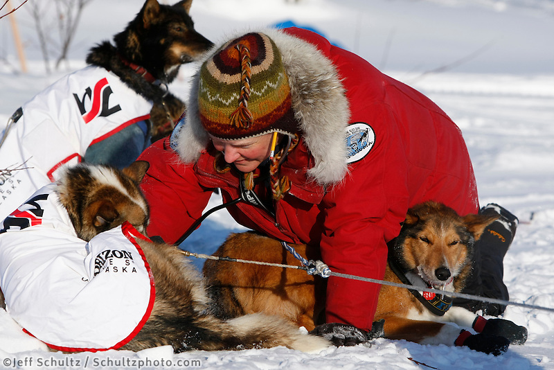 Veterinarian Shawn Buchholz examines Aliy Zirkles dogs at Kaltag on a cold 20 degrees below zero  Sunday morning.  Iditarod 2009